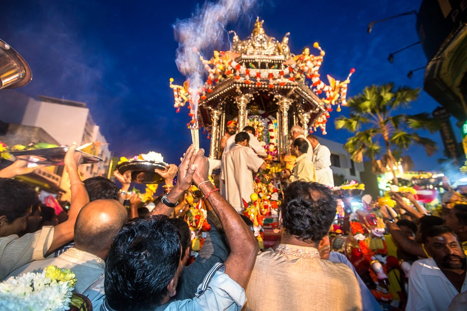 People bringing incense and other offerings to the chariot and the God.