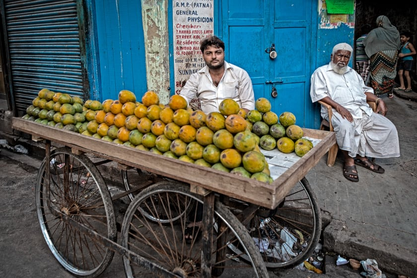 A mobile street vendor selling mangoes.