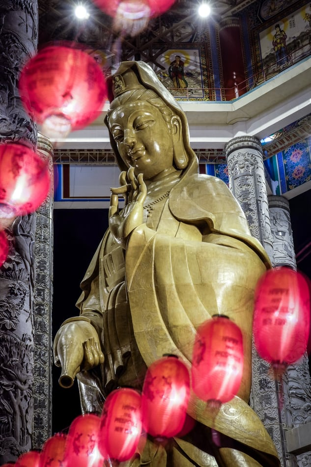 The  statue of Kuan Yin at Kek Lok Sif/3.5, 1/13 sec, at 55mm, 250 ISO, on a X-E2